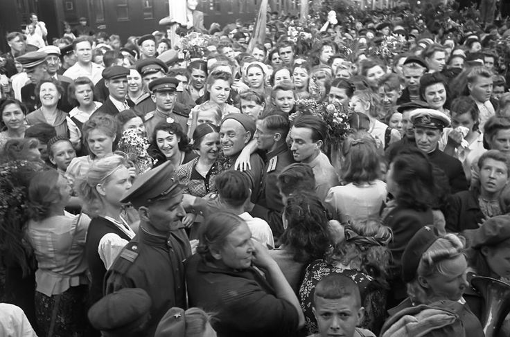 The return of victorious Soviet soldiers at a railway station in Moscow in 1945. (Arkady Shaikhet/Waralbum.ru) World War II: After the War - In Focus - The Atlantic