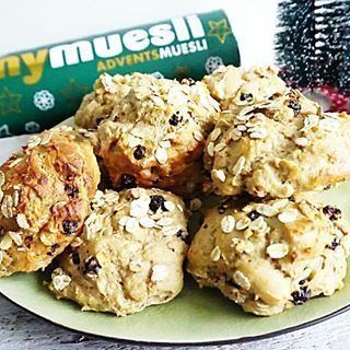 ️MUESLI KWARKBOLLEN️Afgelopen week maakte ik easypeasy #mueslibollen met de advents Kerst muesli van @mymuesli.nl (kan uiteraard ook met andere ) zo lekker!!! Gezonde krentenbollen, ik hou ervan wil jij dat ook? Je hebt de ingrediënten vast in huis!! Recept nu online, link in bio! #essiehealthylife - - #krentenbol #kwarkbrood #mymuesli #muesli #healthybread #kwark #gezondrecept #fitgirlsnl #dutchfoodie #ontbijt #fitdutchies #brood #kerstrecept #fitfamnl #breakfastinspo #gezondeten #a...