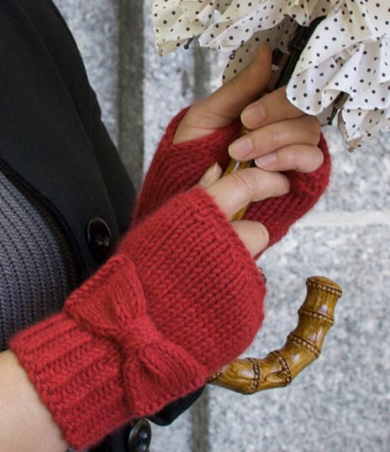 Nancy Ricci's FREE Audrey Gloves Tutorial for Knit by Bit: simple and chic knitting at its best!