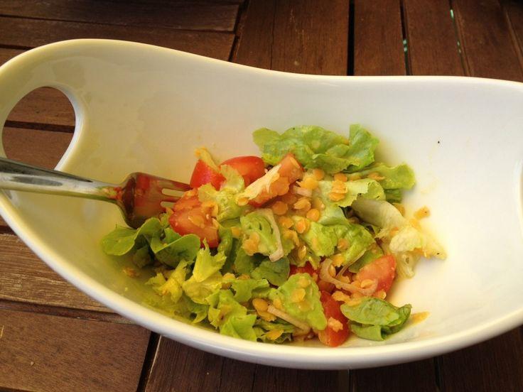 Linsen-Salat mit Tomaten und Avocado