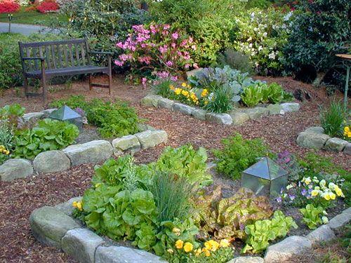 Im Gegensatz zu Holzlatten hat man mit dieser Beetumrandung wenig Instandhaltungsaufwand. Via gardening.