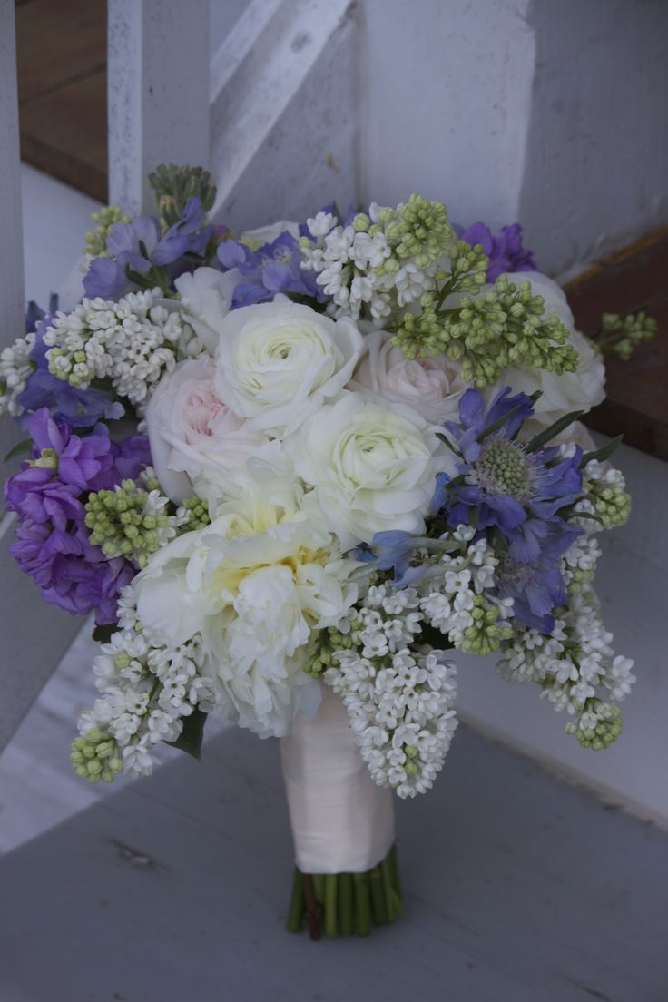 wedding flowers bridal bouquet 2 fifties inspired bouquet of white lilac white peonies 9547