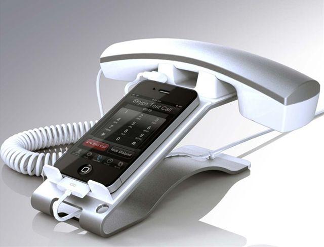 iPhoneの「もしもし」感を極限にまで高めるスタンド : ギズモード・ジャパン
