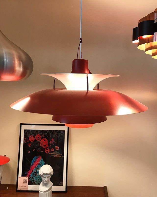 Ph5 Lampa Została Zaprojektowana Przez Poula Henningsena
