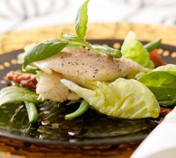 Gerookte Forelfilet met spinazie, gedr.tomaat en haricots verts