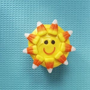 sunshine cupcakes, so fun for a pool party!!