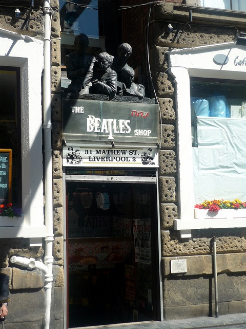 Liverpool - Beatles museum - I want to live in Liverpool...I love it oooohhhh soooo much!