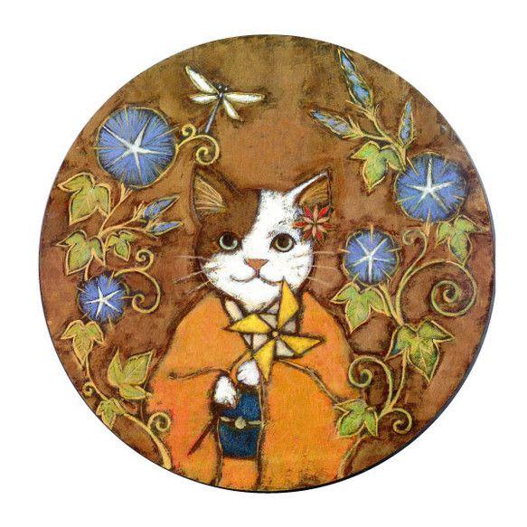 岡山の大規模な猫展『猫の祭展』ようにかかせていただいた『猫娘とおもちゃ』三部作のうち1点です。直径28センチの正円型の木板に着彩。後ろに簡易ながらも吊り金具を...|ハンドメイド、手作り、手仕事品の通販・販売・購入ならCreema。