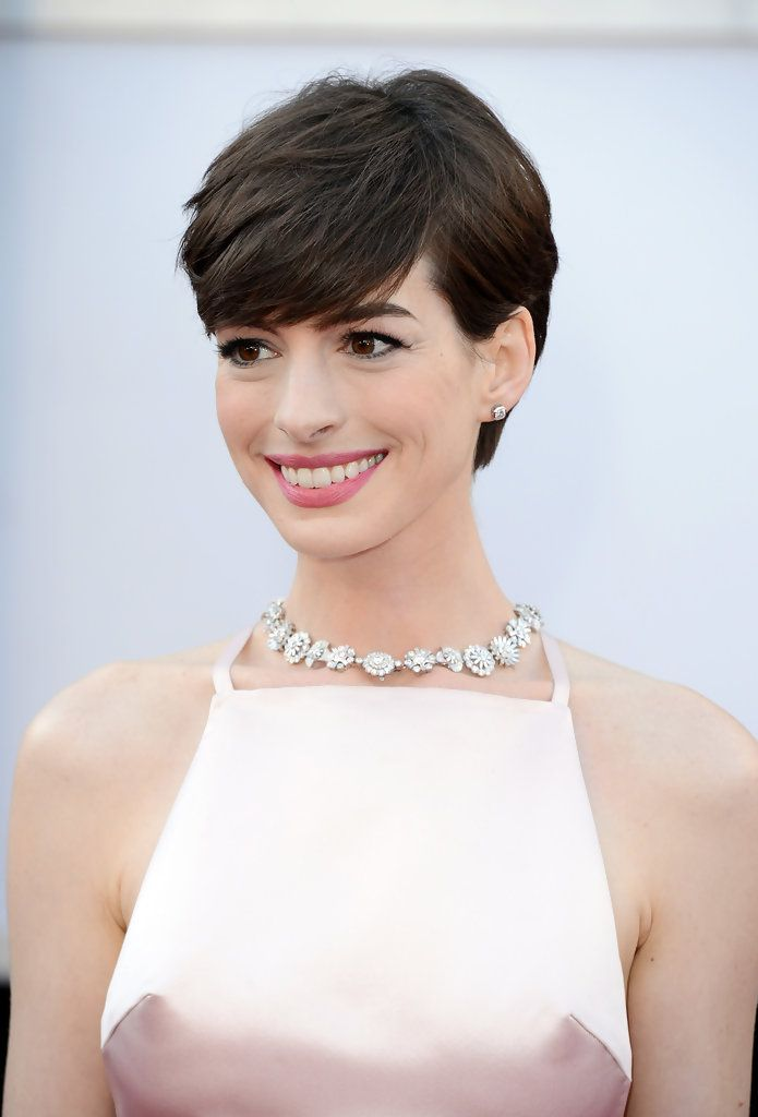 Anne Hathaway Short Side Part