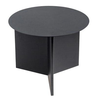 Slit Round bord fra Hay. Et enkelt og dekorativt metallbord med en rund form. Bordet er designet ett...
