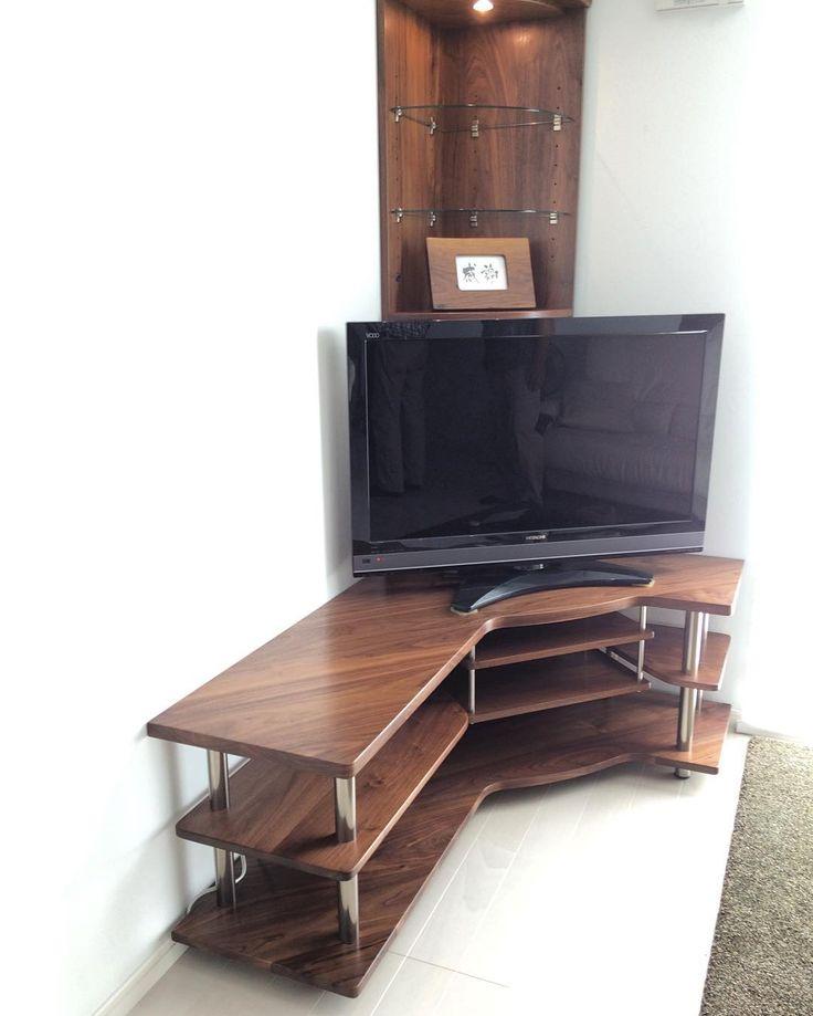 TVボード。  ウォールナット無垢材+ステンレス。  こちらも納品完了!  Hさま、ありがとうございました!  #木工房ひのかわ#三代目#無垢材#living#家具#家具工房#オーダー家具#furniture#woodworking #TVボード#woodwork#japan#TVラック#TVboard#TVrack#walnut#九州#木工#八代#熊本#ottoman#interior#stainless#design#ステンレス#LED#ウォールナット