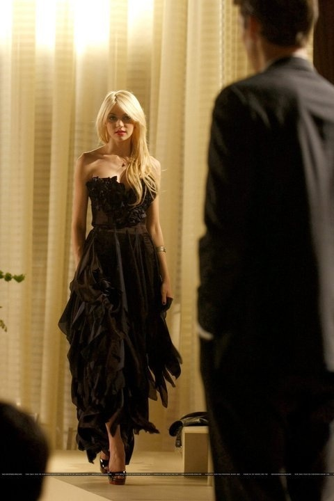 Jenny Humphrey in cotillion dress- 3X09