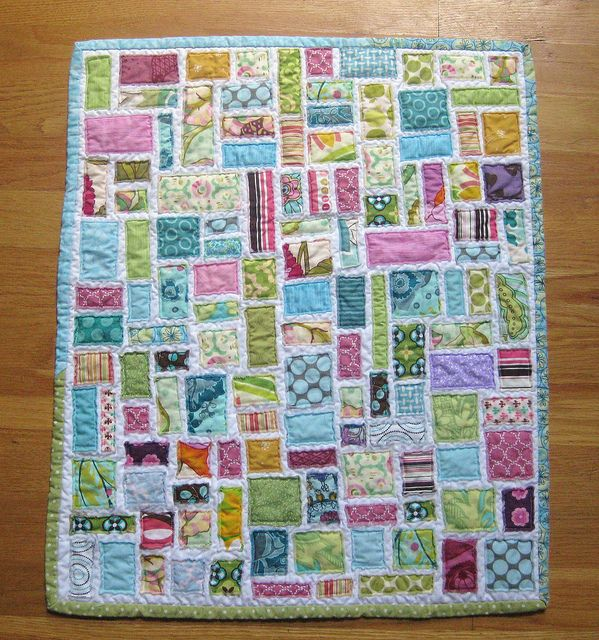 tickertape doll quilt ... love the different fabric binding