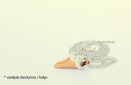Vanilyalı Dondurma / kolye   #fashion #design #miniature #food #art #miniaturefoodart #polymerclay #clay #minyatur #polimerkil #kil #nutella #tasarim #taki #sanat #moda #sokak #tutorial #yummykupe #mold #kalip #nasil #bileklik #kolye #kupe #yuzuk #aksesuar #kadin #ring #earring #accesorie #necklace #icecream #vanilla