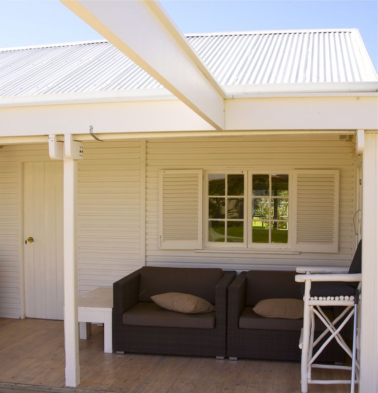 Self catering accommodation, Scarborough, Cape Town  Lodge patio  http://www.capepointroute.co.za/moreinfoAccommodation.php?aID=189