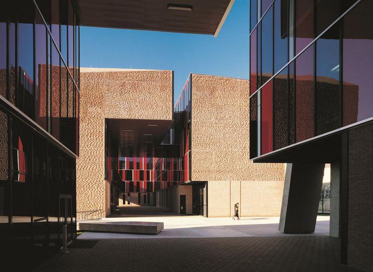 Alejandro Aravena, le Chilien qui voulait une architecture sociale et belle - Les dortoirs de l'Université Saint Edward à Austin datent de 2008. (Cristobal Palma, Elemental)