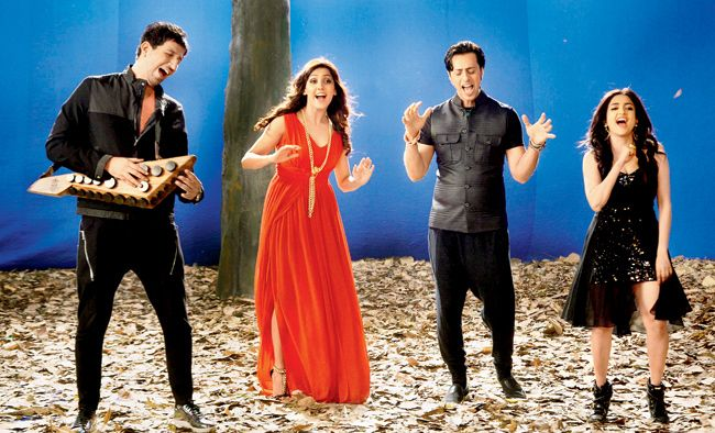 A scene from the video featuring (from left) Sulaiman Merchant, Neeti Mohan, Salim Merchant and Monali Thakur