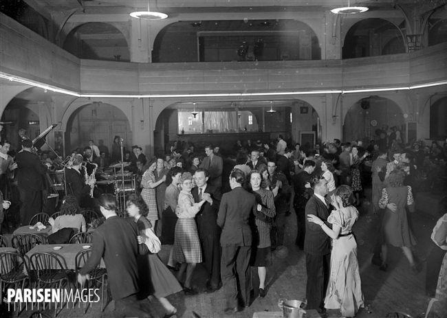 Soirée dansante organisée par  Ceux de la Résistance . Paris, Coliseum, avril 1945.