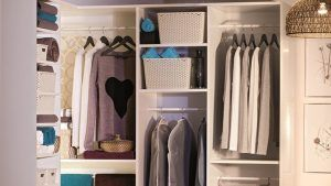 ¿Necesitas poner orden? En nuestras ideas con tableros de madera te enseñamos a hacer tu propio #armario vestidor 👚👖