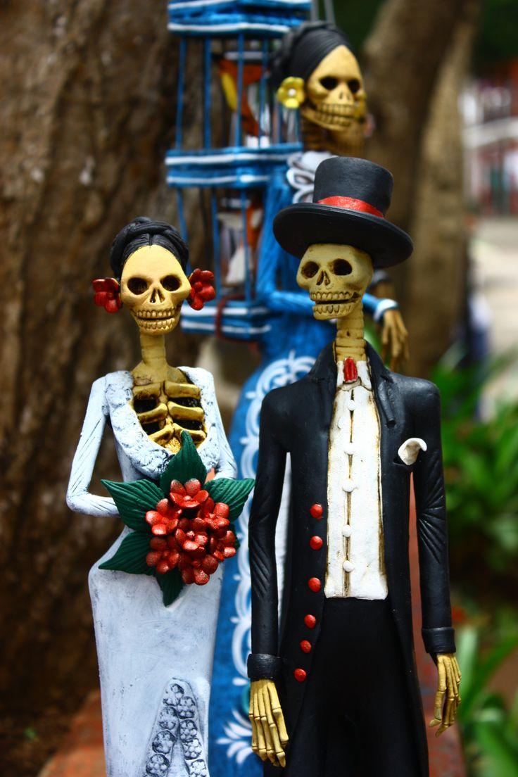 """bailam0relia: """" Capula est le premier village Mexicains où sont faites les Catrinas artisanalement. C'est donc l'Endroit où il est bon de les acheter. car elles sont authentiques, belles, et """"mas..."""