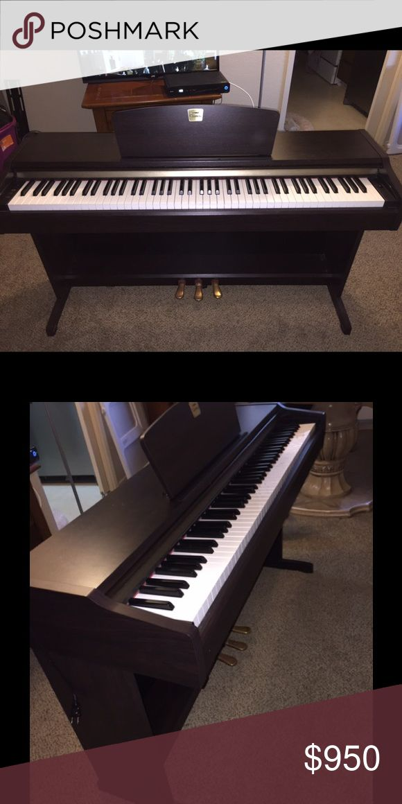Yamaha clavinova piano Beautiful piano looks good as new. Has minor scratches but can barley see. Color is drak brown and bought it for $1,500.Ⓜ️$850 come with also a chair Other