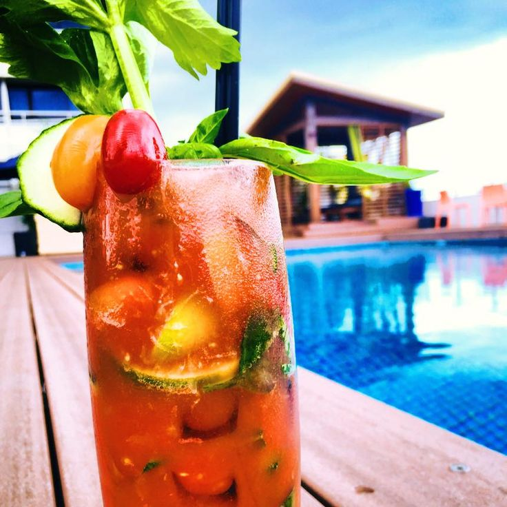 Nothing like poolside cocktails at Lilo Wet Bar at #Rydges Plaza Cairns!