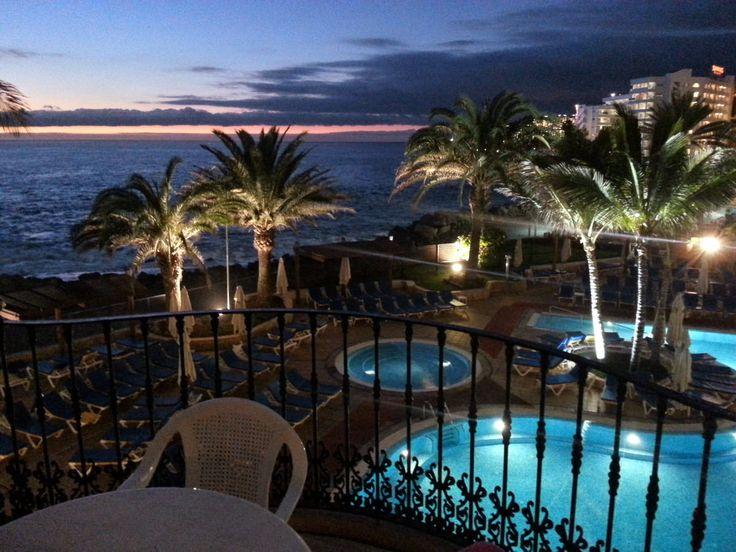 'Blick aus unserem neuen Hotelzimmer' aus dem Reiseblog 'Über Weihnachten auf den Kanaren: Urlaub im Dorado Beach auf Gran Canaria'