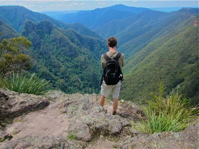 From fern infested valleys to canyons, waterfalls, mystical blue lakes and soaring cliff tops - this list of the top walks of the Blue Mountains has something to suit all sizes of sneakers.