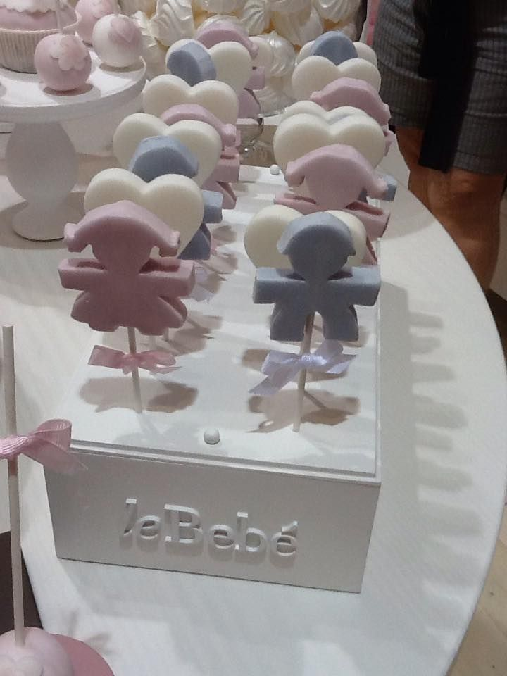 Lollipops per la Sweet table che ho realizzato per Le Bebe Enfant in occasione di Pitti Bimbo. Ho realizzato la sweet table in collaborazione con Chef Moreno Ungaretti mentre il bellissimo allestimento, le bambole e tutta l'oggettistica in legno è degli amici di Anni's Chic.