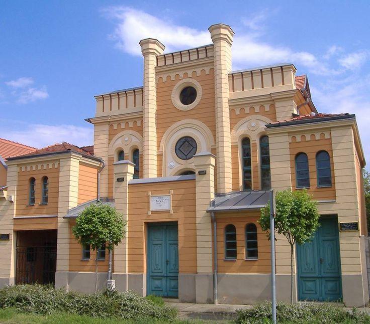 THE HUNGARIAN CAPITAL OF JEWISH ONIONS: MAKÓ