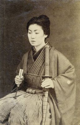 Onna-bugeisha: Vintage Photos of Japanese Ladies with Their Katana Swords (5)