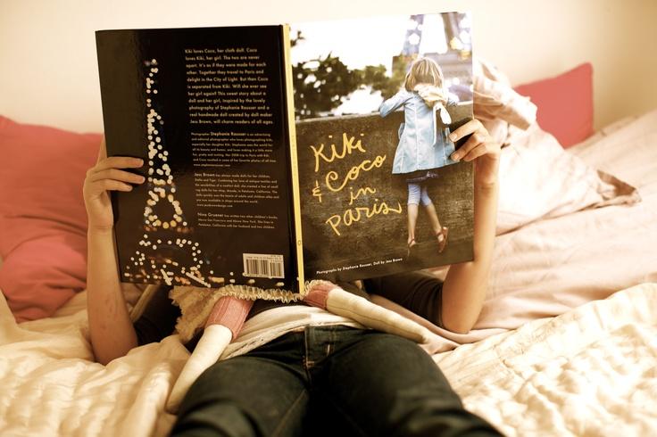 Kiki & Coco reading Kiki & Coco In Paris