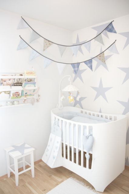 Katrines Interiør:  - Pale blue stars on the wall. #laylagrayce #baby