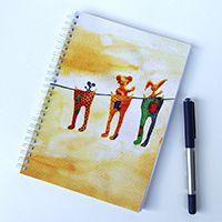 Huncutkodás a frissen mosott ruhákkal spirálfüzet - megvásárolható a linkre kattintva #füzet #art #akvarell #aquarelle #maci #cute #egér #nyuszi #fun #notebook