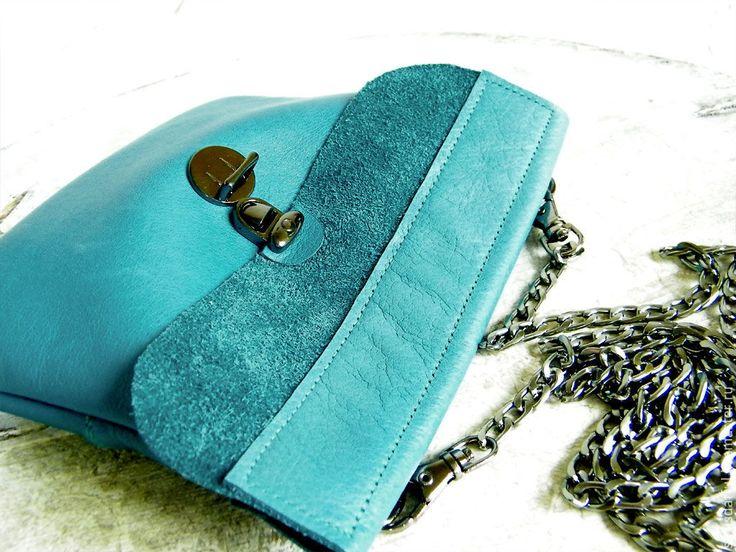 Купить Голубая кожаная сумочка-клатч на цепочке - голубой, бирюзовый, клатч купить