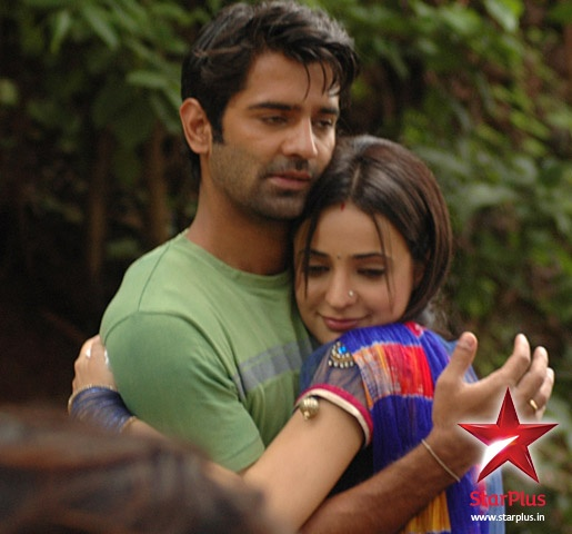 Khushi gets affectionate and gives Arnav a hug #isspyaarkokyanaamdoon