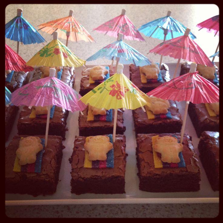 Leuke feest tip voor een zomers feestje! Deze zonnende beertjes maak je met ontbijtkoek en parasols!