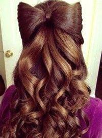 Mädchen mit #curly #hair, Spaß lockigen #hairstyles, lockigen #homecoming Frisuren, cu …