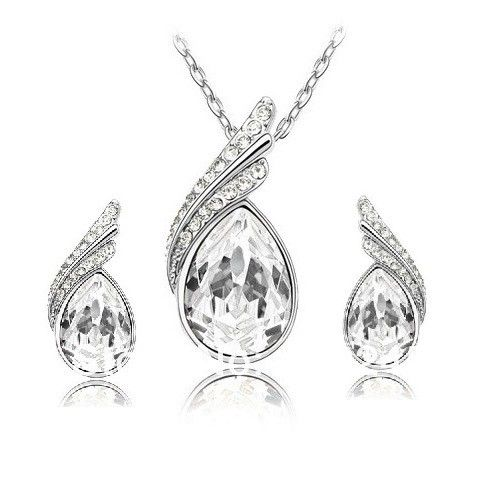 Souprava šperků – set náušnic a náhrdelníku s čirými krystaly Na tento produkt se vztahuje nejen zajímavá sleva, ale také poštovné zdarma! Využij této výhodné nabídky a ušetři na poštovném, stejně jako to udělalo již …