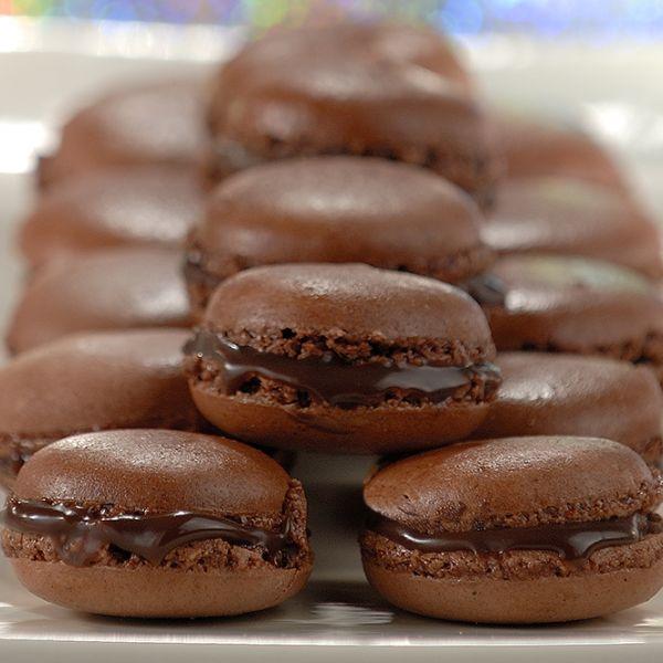 Não consegue resistir a macarons? Experimente a receita Nestlé de Macarons de Chocolate e descubra como é fácil fazê-los. Saiba mais no site!
