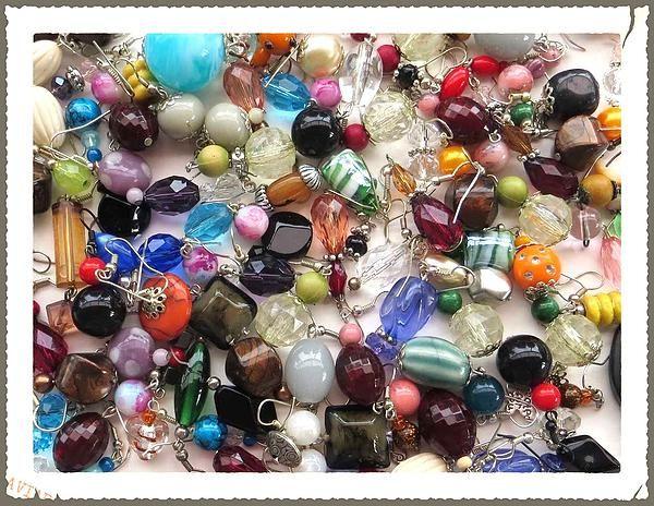Ma copine Michelle a mis en ligne un site où elle présente ses créations de bijoux. Jetez-y un oeil si vous avez le temps, et si ça vous plait, n'hésitez pas à envoyer le lien à vos parents et amis. http://michgag.wix.com/creations-du-vent  Et le compte facebook : https://www.facebook.com/Créations-du-Vent-1697360953817503/?ref=hl