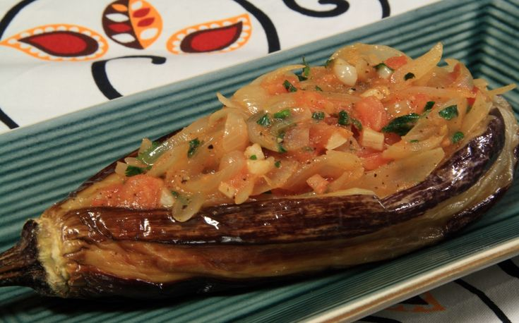 İmam Bayıldı – Turkish Stuffed Aubergines (Eggplants) with Onions and Tomatoes from www.vegfusion.org