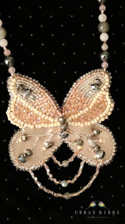 160 LEI | Coliere handmade | Cumpara online cu livrare nationala, din Timisoara. Mai multe Bijuterii in magazinul UrbanBirds pe Breslo.