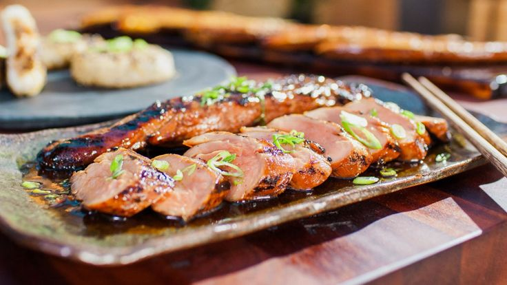 Steven Raichlen présente sa recette simple de filets de porc marinés à la sauce Teriyaki et grillés sur le BBQ.