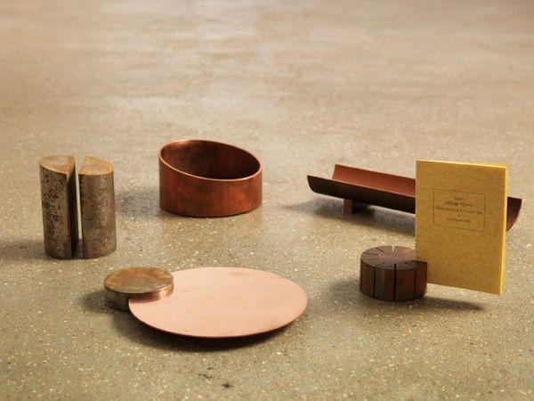 POSKRAMIACZ BAŁAGANU na FUTU.PL Inspiracją do zaprojektowania zestawu przyrządów biurowych Metals było morze i wyrzucane przez nie przedmioty.