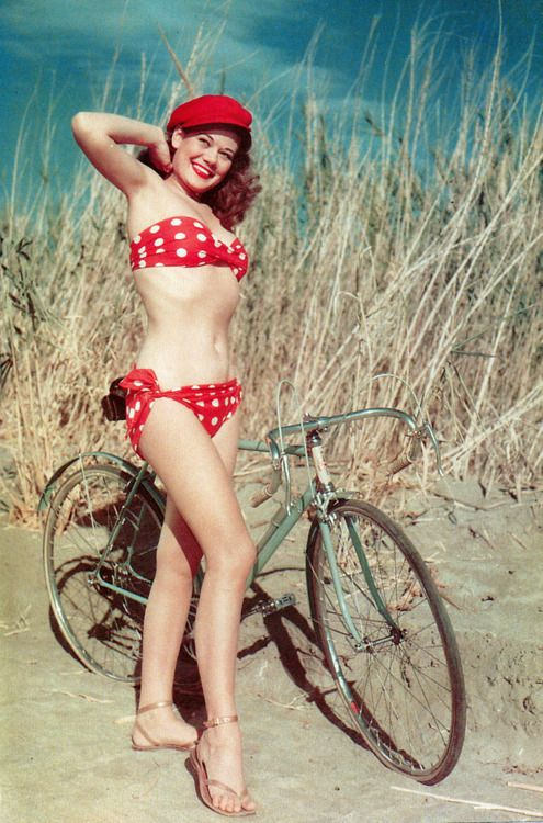 hollyhocksandtulips:  Polka dot bikini