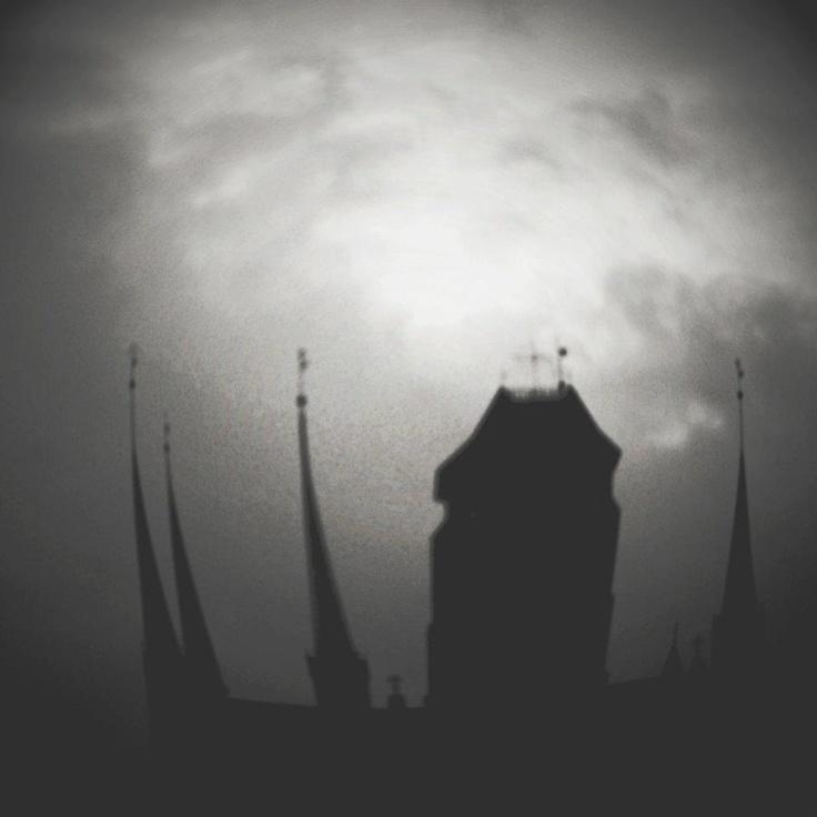 Gdańsk w niecodziennym wydaniu :) / #Gdansk in an offbeat photo :) | photo: fot. Sonia Firlej | #crown #church | www.soniafirlej.pl