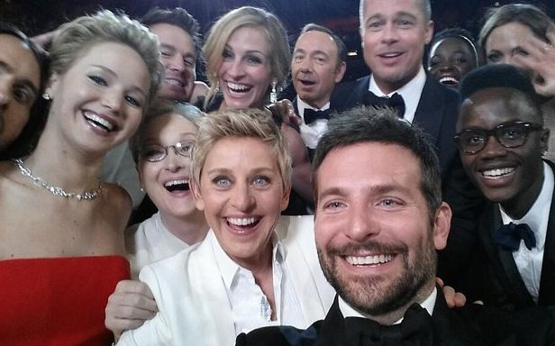 We love spontaneous selfies! In honor of #TBT we're #throwingitback to a celebrity-filled selfie! How many friends can you fit into one selfie? Show us! #LuMeeSelfie  #Oscars #celebrities