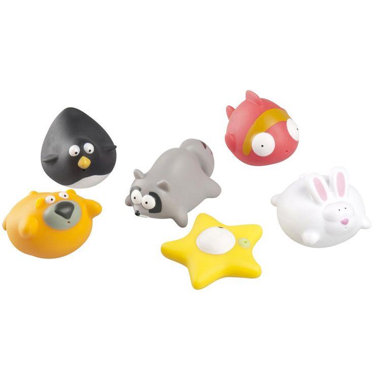 Voici un ravissant set de 6 jouets de bain qui aspergent de l'eau. Des animaux rigolos arroseurs de bain pour amuser bébé au moment de sa toilette.       Bébé n'aura qu'à presser le jouets sous l'eau afin de le remplir, et appuyer à nouveau dessus pour asperger tout ce qu'il trouvera, notamment ses parents. Ces jouets font du bain un moment d'amusement rassurant pour bébé et un moment plus facile pour les parents.      Les jouets pour le bain de Babymoov sont co...