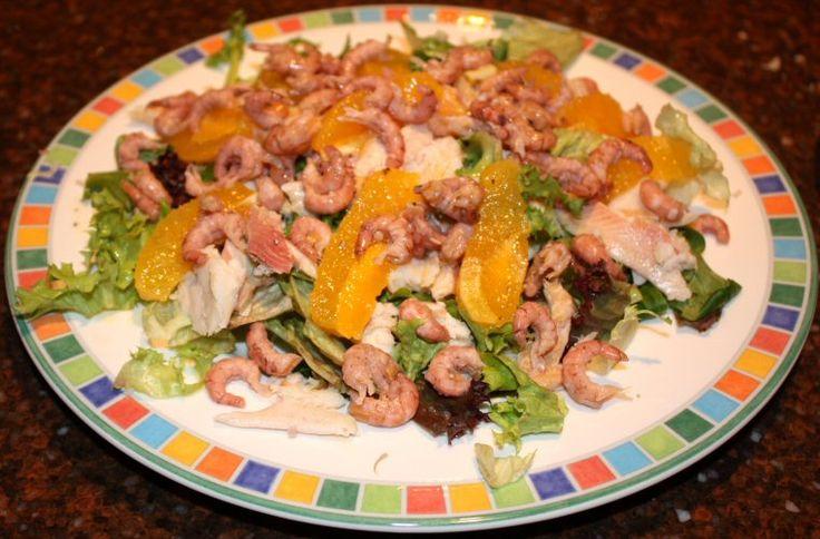 Salade met forelfilet en sinaasappel-honingdressing
